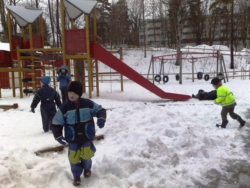 Children play in snow in Norway #7