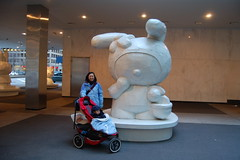 Mommy with statue