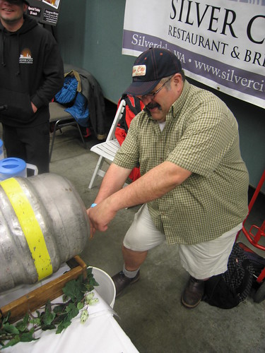 Tom Munoz (Silver City Brewing) pours a Big Daddy ESB.