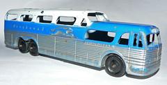 United States - Tootsietoy GM Greyhound Scenicruiser (dlberek) Tags: greyhound diecast vintagetoy scenicruiser toybus diecastbus