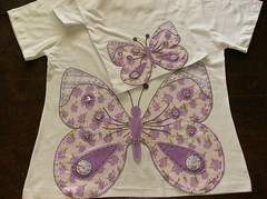 baby look e camisetina infantil - borboleta (by Pathy) Tags: colors quilt tshirts patchwork bordados algodo appliqu aplicao customizada customizao patchcolagem bordadosamo aplicaodetecido camisetascomaplicao tecidosestampados aplicaoemcamisetas customizaodebatinhas camisetascomaplicaes babylookscomaplicaes customizaodecamisetas camisetascustomisadas batinhascustomisadas bypathy blusascomborboletasnascostas customizaoemblusas