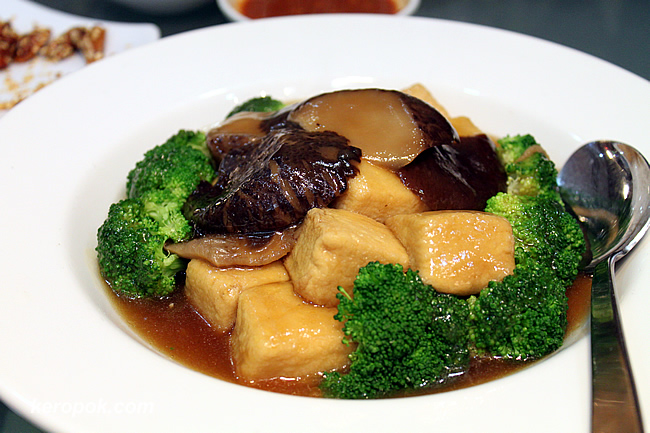 Braised Signature Tofu, Mushroom and Broccoli
