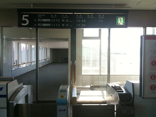 レンタカー返して空港へ。チェックインして鬼門の旭川空港手荷物検査も、超久しぶりに一発OK。2月も4月もほとんど同じ機材なのにね!?(むしろ今日が一番多いかも?)