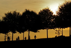 Sunset in Lucca, Italy (Daniel..) Tags: trees sunset summer people italy silhouette evening zonsondergang bomen sony kitlens august lucca zomer 200 tuscany alpha toscana toscane 2009 20th itali sal1870