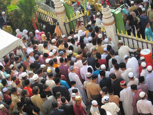 Crowd leaving Sultan Mosque, Singapore