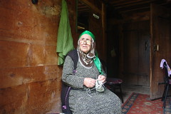 Elderly Hemşin woman in her house (CharlesFred) Tags: turkey turkiye karadeniz rize ayder hemşin hemshin hemshinvalley hemşinvalley
