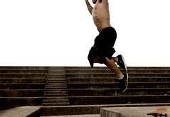 tiago (Ana Luz) Tags: park street city parque cidade people man guy sport wall ball fly ar sopaulo air skate freerunning escada bola sabado homem parkour analuz ruas basquete parquevillalobos