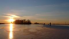 P1030537 (Remko van Dokkum) Tags: sunset sun ice set zonsondergang iceskating skating zon schaatsen schaats ondergang natuurijs uitdam
