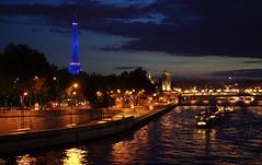 Summer evening along the Seine river in Paris (hugues mitton) Tags: light paris france seine night river lumire eiffeltower bateaux toureiffel 100views 400views 300views 200views 500views nuit 600views worldwidepanorama