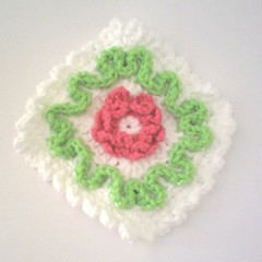 Liten kaffelapp! (TM - the crocheteer!) Tags: pink white flower green crochet craft tm blomma potholder vitt croche vit hkeln virka virkkaus virkat hekling towemy uncinetto virkad kettleholder grytlapp kaffelapp tmcrocheteer