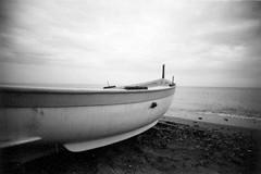 ^^ (Ilaria ♠) Tags: sea beach blackwhite barca mare liguria toycamera lofi genova kodakbw400cn spiaggia maredinverno cogoleto vivitarultrawideslim scansionatedaculo