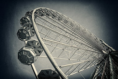 A ferris wheel (manganite) Tags: sunset sky topf25 wheel digital germany dark de geotagged lights evening iso200 interestingness big construction nikon europe bonn tl dusk steel grain perspective style places ferris explore event ferriswheel duotone subject d200 grainy f80 nikkor dslr noise toned funfair vignette kirmes noisy rheinaue jahrmarkt northrhinewestphalia nikond200 interestingness86 i500 18200mmf3556 utatafeature manganite nikonstunninggallery 1125sec rheininflamen geo:lat=50709891 geo:lon=7144986 date:year=2008 date:month=may date:day=3 1125secatf80 format:ratio=32 format:orientation=landscape stadtgetty2010
