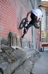 Can-can Footjam - Trevor (Sweendo) Tags: seattle nikon bmx trevor bikes wa cancan refresh sb800 footjam bebee strobist d700