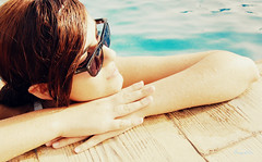(-Another Mind-) Tags: summer girl sunglasses glasses eau pretty chica sunny swimmingpool julio t rayban whater