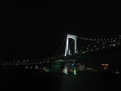 Rainbow Bridge di notte