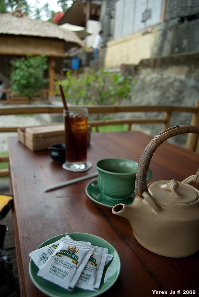 熱的是薑茶,冰的是肉桂茶,我的天阿…