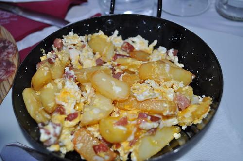 Sartenada de patatas, jamón y huevos