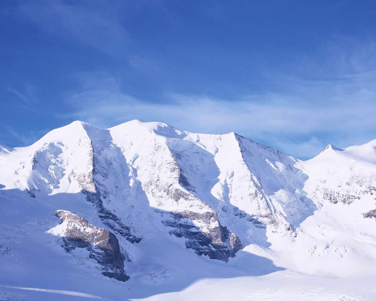 Pemandangan Salju Megah Di Pegunungan Salju HD Wallpaper Gratis