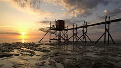 Vers un nouvel avenir (photosenvrac) Tags: ocean photo ciel paysage couchédesoleil rochelle