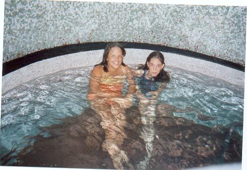 de meisjes in het 'koud' bad