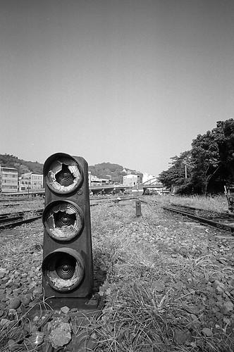 Broken traffic signal (by masamonster)