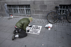 The Day We Started Fighting Back (The Reykjavk Grapevine) Tags: protest pots revolution 18 2008 reykjavk issue protester grapevine jn pans gunnarsson valur skilabo kjartans jfar mtmlandi svindl bshaldabylting writingasign valdasjkir algjrt skrifar
