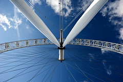 Under The Eye (Philipp Klinger Photography) Tags: uk blue light shadow sky sun white london eye up wheel clouds high europa europe britain pov steel united great spoke under perspective kingdom ferris line filter bec 1001nights philipp cpl filtre polarization radius klinger aplusphoto infinestyle dcdead grouptripod unusualviewsperspectives obramaestra