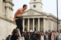 London: Its A Scream (Sarah&theSpider) Tags: street london pain crowd trafalgar trafalgarsquare tennis scream entertainer ladder performer racket lsp6