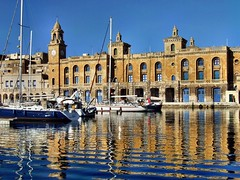 Valletta 16 - Malta (pacoveratf) Tags: heritage holidays mediterraneo malta viajes vacaciones valletta maltes cruzdemalta patrimoniohumanidad ph488 ordendemalta pacovera pacoveratf islamalta islademalta