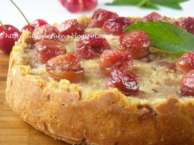 Torta Rustica di Pane e Ciliegie