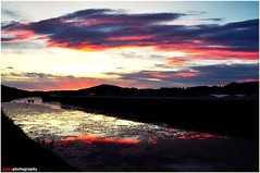 Down there (dehe@farhan) Tags: sunset red sky reflection love water clouds nikon flickr soul estrellas rays farhan d90 youmademyday dehe