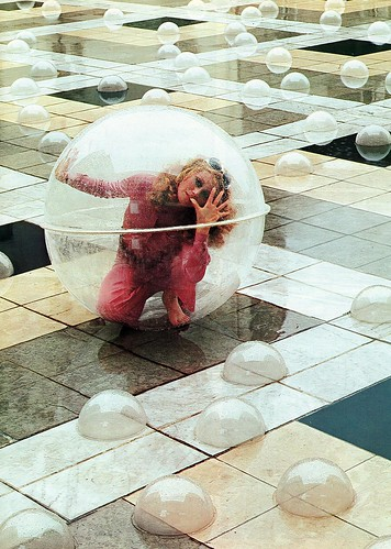 Photo Graphis '71: Futuristic Bubble