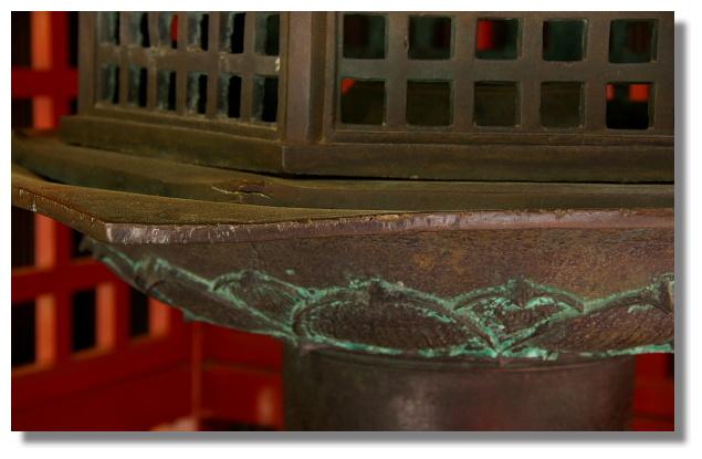 妖怪燈籠上的刀痕