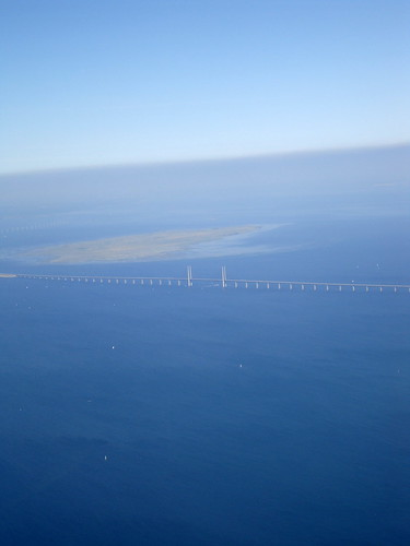 wind generated electricity 洋上の風力発電機群