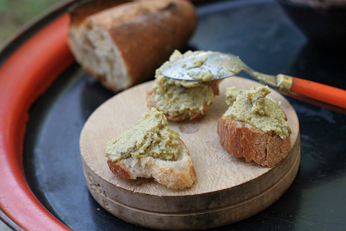 tapenade toasts