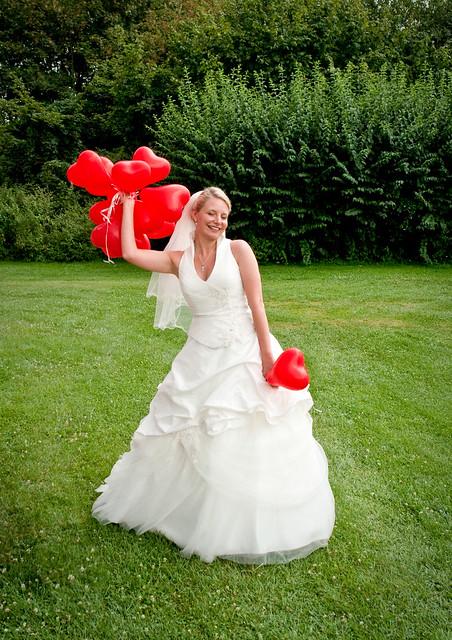wedding red green rot germany balloons bayern deutschland bavaria bride grün ballons hochzeit braut brautkleid hochzeitskleid sulzheim mimijochen