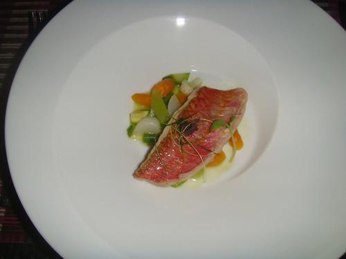 Salmonete con menestra de verduras