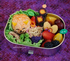 Kitty and Mouse Bento (sherimiya ) Tags: school cute fruits fun lunch mouse kid healthy funny box tomatoes sheri plum sausage kitty strawberries onigiri grapes bento blackberries chen obento enoki peapods purplecauliflower goldenraspberries purplecarrots sherimiya