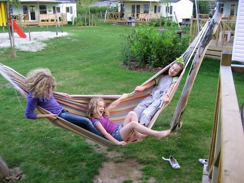 drie in een hangmat