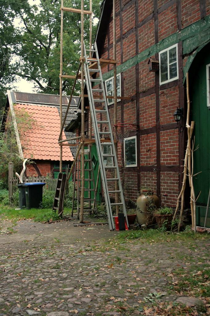 Holzgerüst vor Wohnhaus