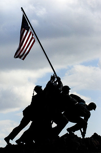395px-US_Navy_081110-N-5549O-080_The_U.S._national_flag_waves_graciously_from_the_Iwo_Jima_memorial_during_a_wreath_laying_ceremony_in_honor_of_the_233rd_Marine_Corps_birthday_at_the_Marine_Corps_War_Memorial