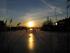 Skating Towards The City, January 11, 2009 (onno de wit) Tags: winter cold holland ice netherlands rotterdam iceskating nederland windmills schaatsen koud molens windmolens rotte rottemeren muhle terbregge hollandsewinters