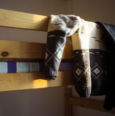 (Putain, quel bordel! [aka Virx]) Tags: winter sun 120 6x6 tlr mediumformat square nc sweater vinter bed kodak sweden room mf sverige fm 2009 suecia vaxholm 160 160nc microcord formatomedio