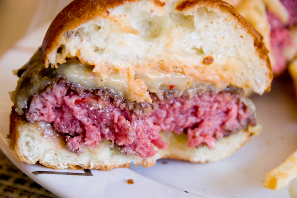 niman-ranch-cheeseburger-innards