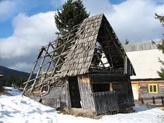 Cas de lemn drpnat (Daniel Paraschiv) Tags: cabana romania veche cabane cluj napoca cladiri vechi plimbare muntele lemn judetul iesire cladire baisoara statiunea baisorii