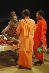 Le Sage (Christian Lagat) Tags: orange india man sage varanasi shiva hindu homme inde uttarpradesh hindouisme भारत nikkor50mmf18d bénarès nikond40x satyanandgiribaba