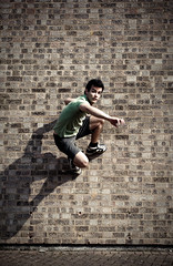 _o-_ (stereomind) Tags: london geometric jumping spiderman rafael pulando homenaranha
