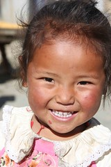 New Tingri, Little Tibetan Girl (blauepics) Tags: china mountains landscape asia earth tibet berge landschaft mdchen earthasia