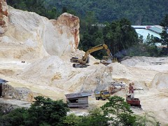 Jayapura quarry (Mangiwau) Tags: new west coral indonesia guinea chalk mine mining limestone papua backhoe quarry batu kota putih karang barat tambang excavators pertambangan karrang