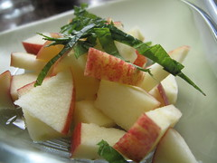 Apple chunks with mint
